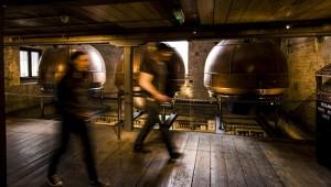 Inner workings at the Tullamore D.E.W Distillery ofrecido por Tullamore D.E.W
