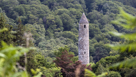 La torre irlandesa de Glendalough