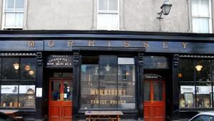 The façade of Morrisseys Pub in Abbeyleix ofrecido por Pól Ó Conghaile