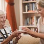 Trabajo en el cuidado de personas mayores | Consejos y guía